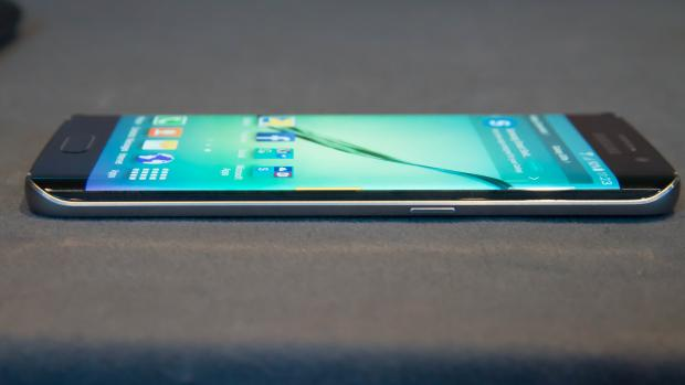 samsung_galaxy_s6_edge_hands_on_side