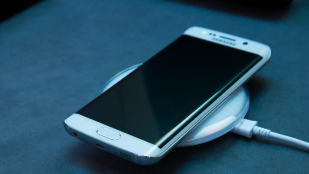 samsung_galaxy_s6_edge_hands_on_wireless_charging